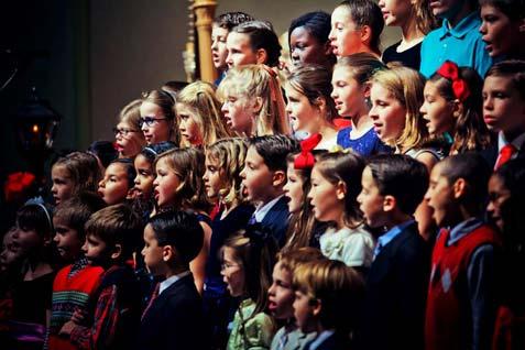 Cantar para as crianças pode ajudar o desenvolvimento da fala